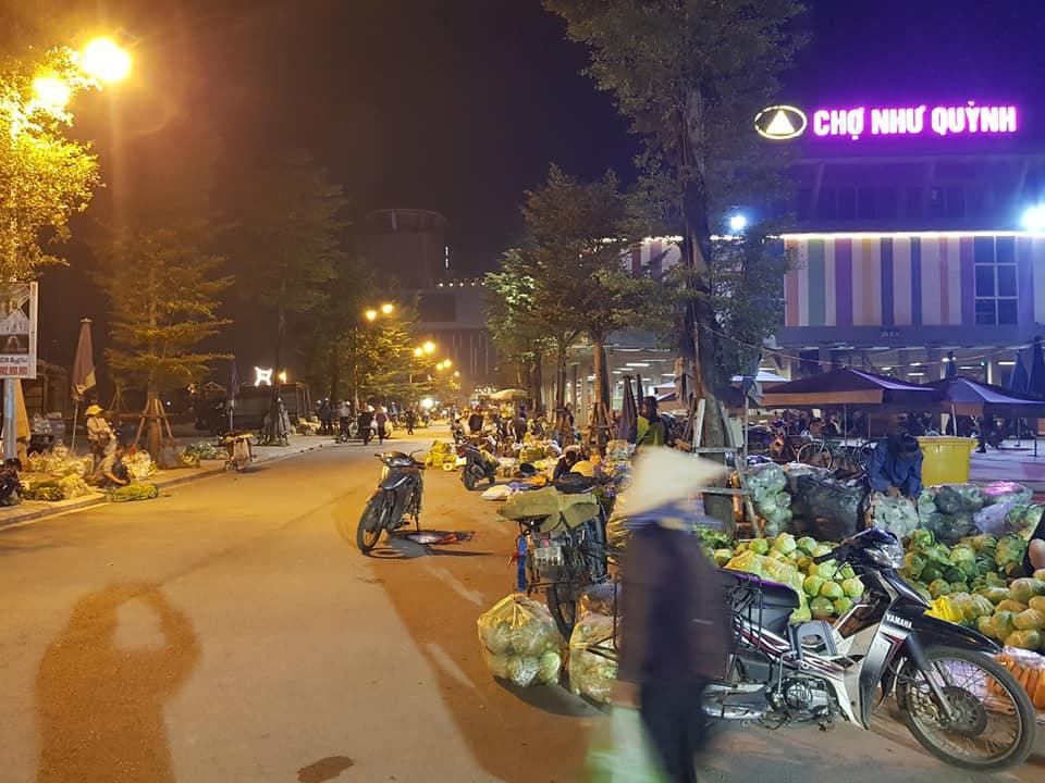 Chợ đêm đầu mối nông sản