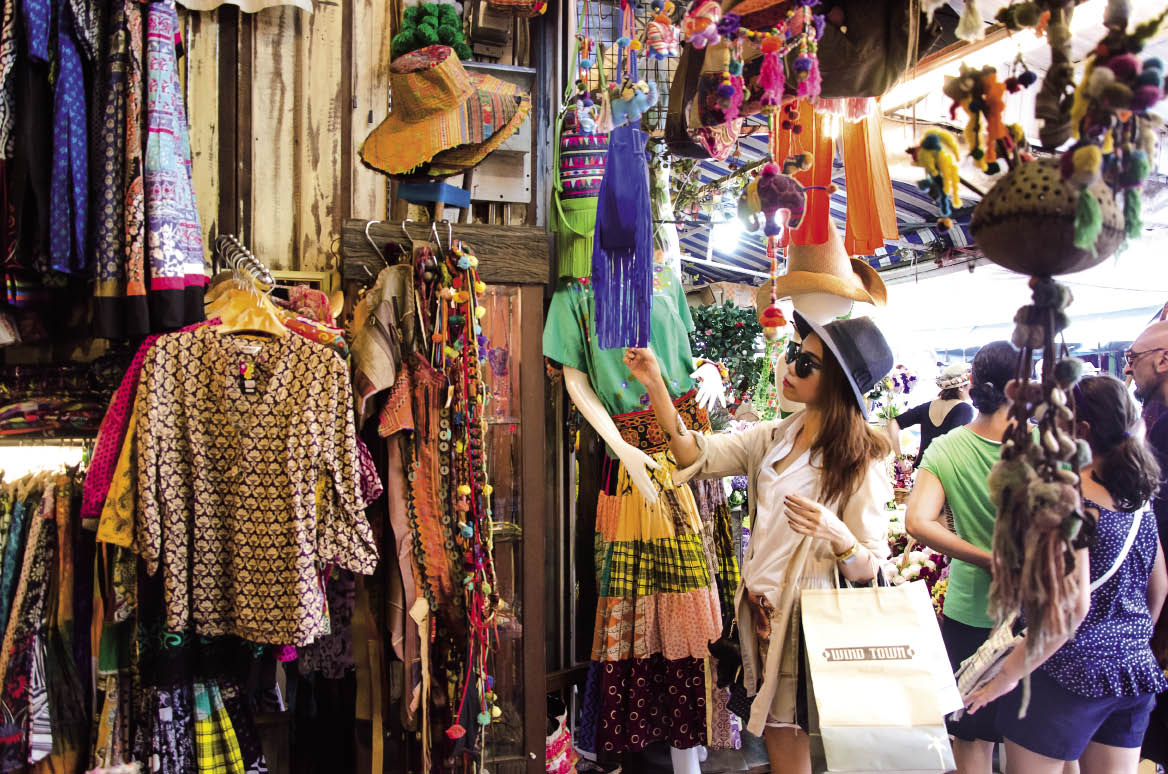 Khu bán vải, quần áo