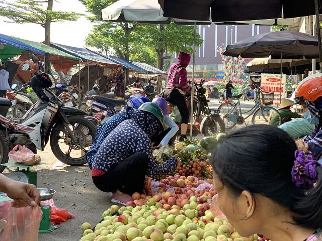 Khu bán hoa quả